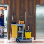 Cách vệ sinh thang máy gia đình