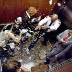 Kịp thời xử lý thông minh khi thang máy rơi