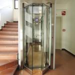 Lắp thang máy rồi có cần làm thang bộ hay không?