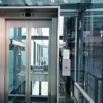 Có nên làm vách hố thang máy bằng kính hay không?